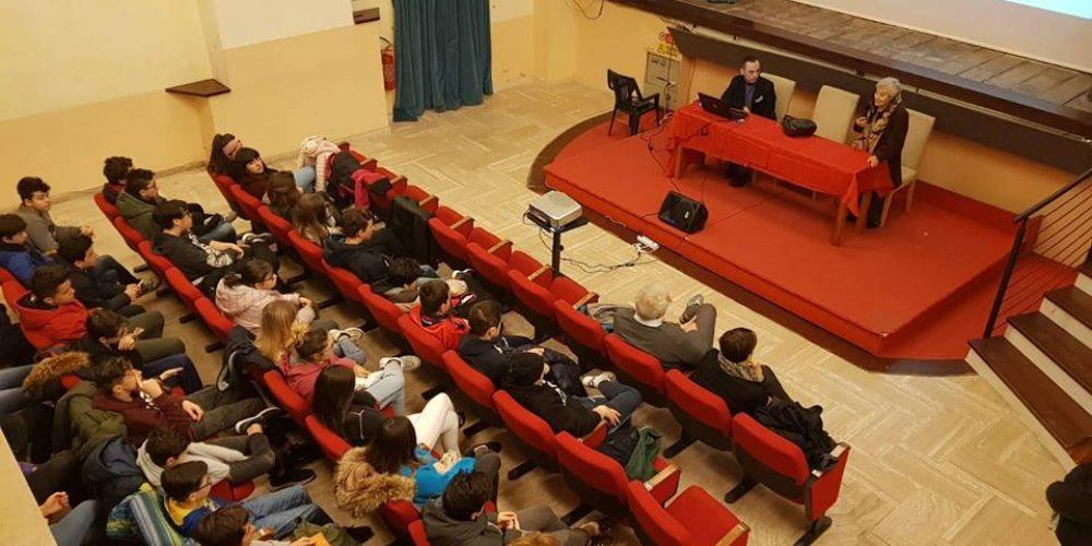 """Pitigliano (GR), 25 gennaio 2019 – Teatro """"Salvini"""" – Incontro con gli studenti"""